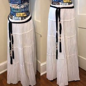 WH/BM pleated Flowy Gauze look skirt EUC